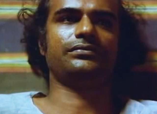 Bharat Gopy as Ramesh in Satah Se Uttha Admi (1980)