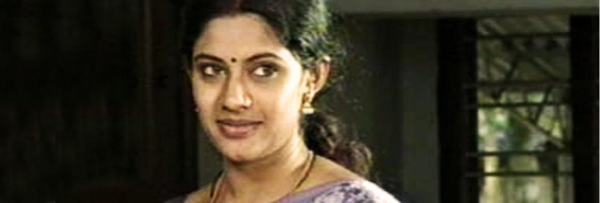 Meera-Krishnan-in-Maraviyude-Manam-2005-directed-by-Bharat-Gopy