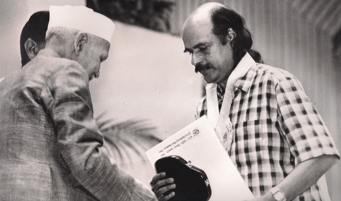 Bharat-Gopy-receiving-the-National-Award-for-Best-Book-on-Cinema-1995-2