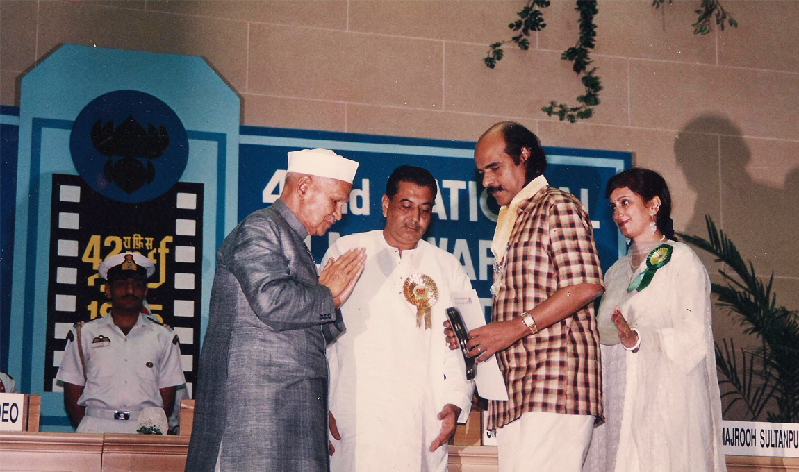 Bharat-Gopy-receiving-the-National-Award-for-Best-Book-on-Cinema-1995-3